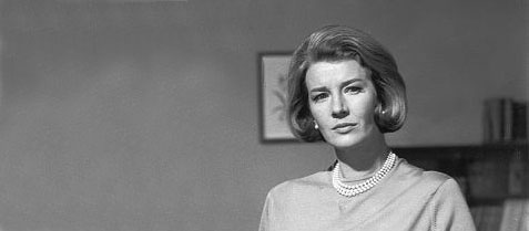 Lois Maxwell som Miss Moneypenny