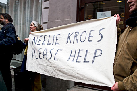 «Neelie Kroes, please help»